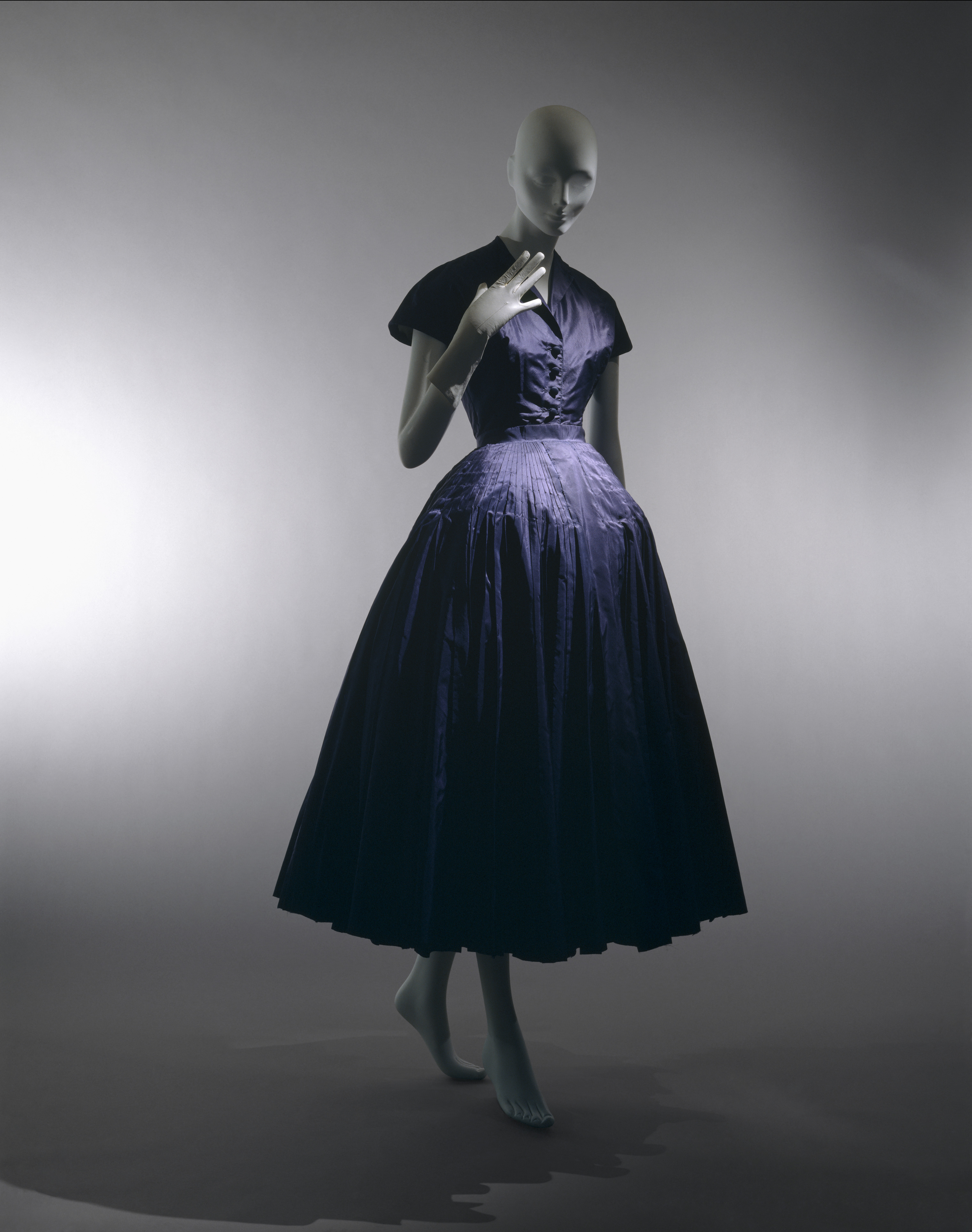 Christian Dior And The Aesthetics Of Femininity Athenaeum Review